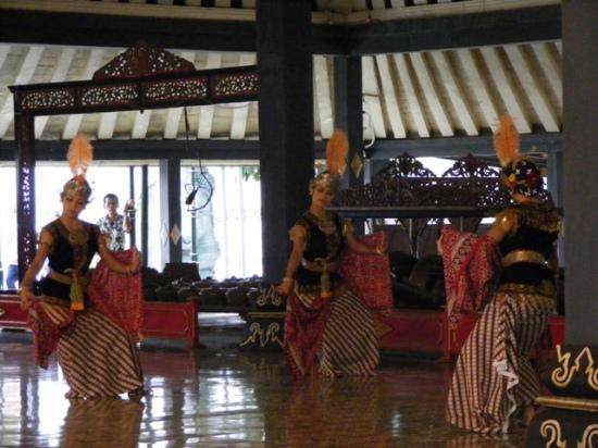 Srimpi Dance